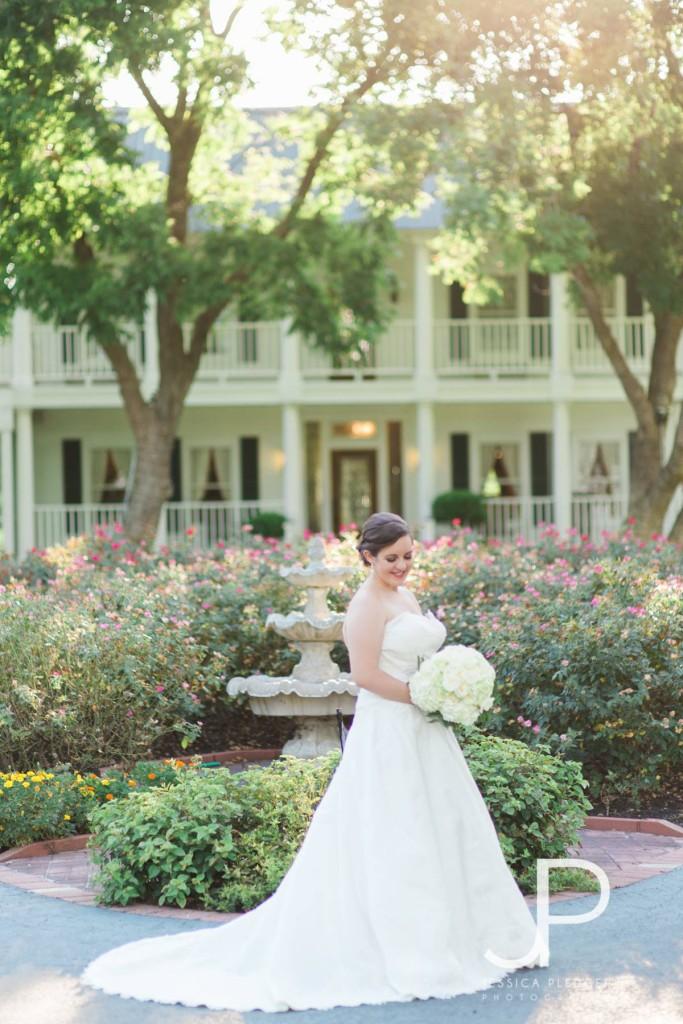 House Plantation Bridal Portrait | Houston Wedding Photographer | Jessica Pledger Photography