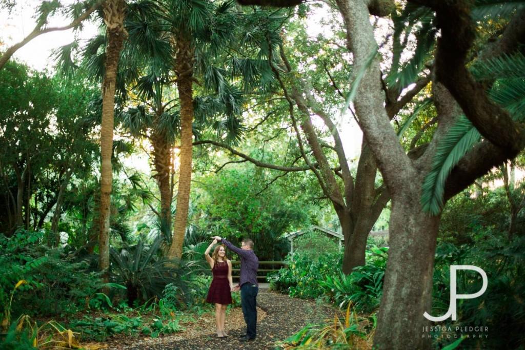 Dancing in the Trees Houston Zoo Engagement Session | | Houston Wedding Photographer | Jessica Pledger Photography www.jessicapledger.com/blog