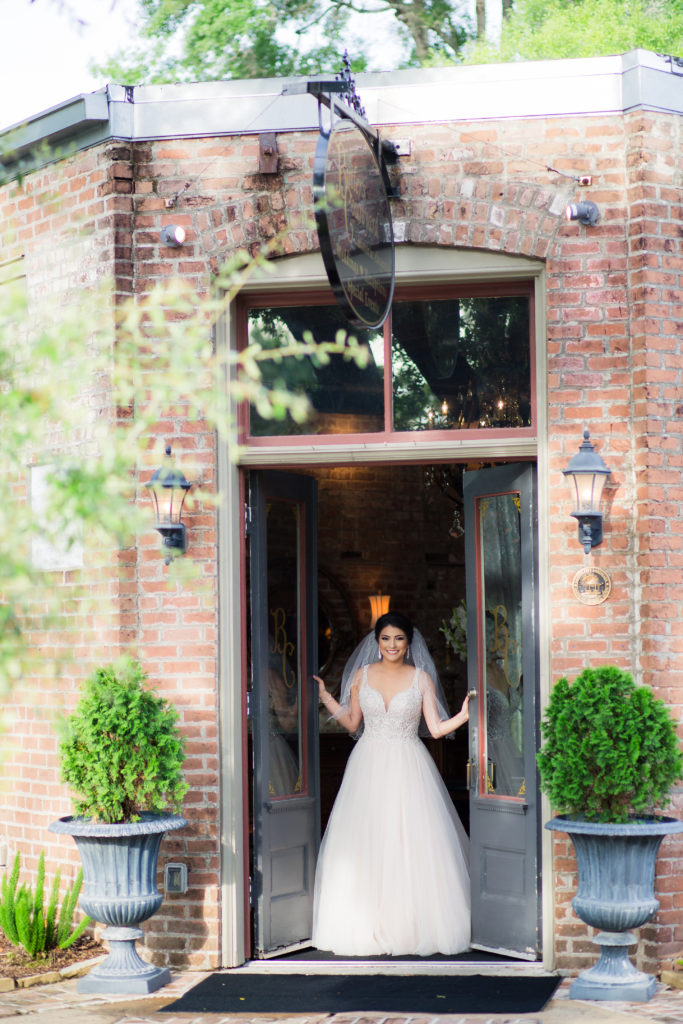 Butler's Courtyard Bridal Session | Jessica Pledger Photography | League City Wedding Venue